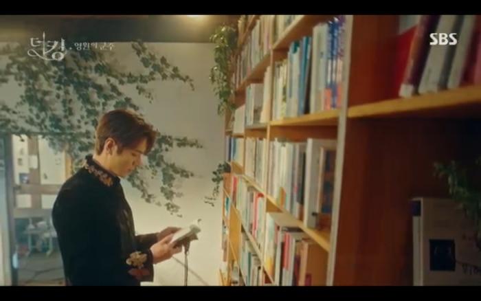 'Quân vương bất diệt' tập 3: Lee Min Ho chia tay Kim Go Eun để trở về thế giới cũ? 33