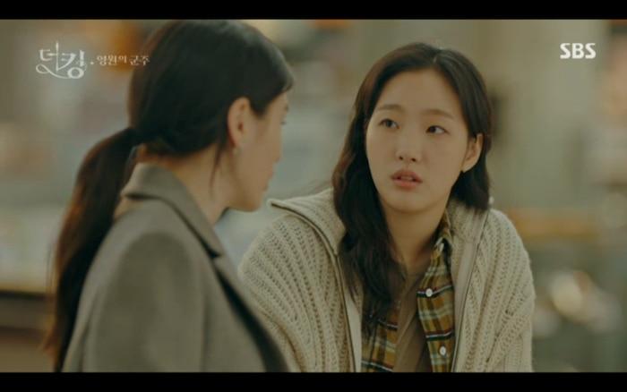 Tae Eul biết được tin Lee Gon trở về thế giới của mình qua em gái.