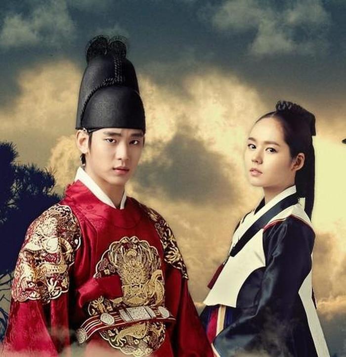 Vai diễn quốc vương Lee Hwon do Kim Soo Hyun thủ vai trong 'Mặt trăng ôm mặt trời'.