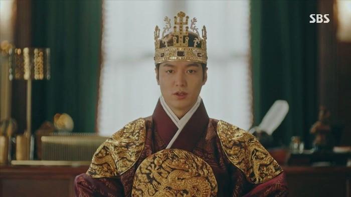 Tạo hình gây tranh cãi của quân vương Lee Gon