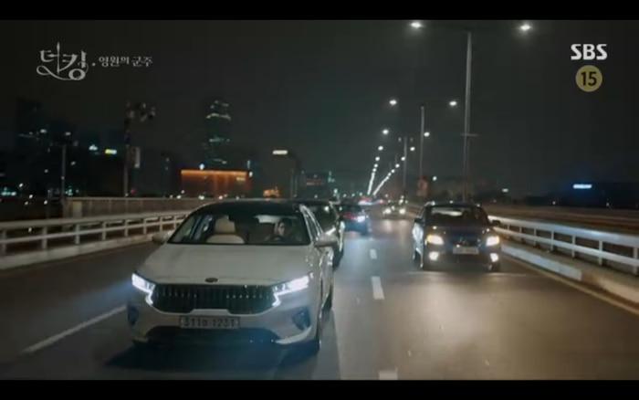 'Quân vương bất diệt' tập 12: Lee Min Ho hỏi Jung Eun Chae có phản bội không nhưng cô từ chối trả lời? 12