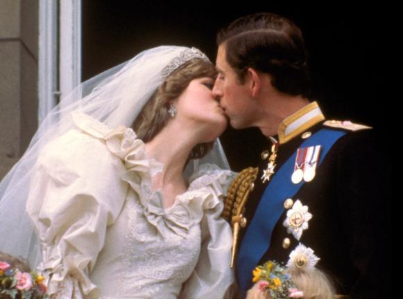 Cặp đôi hoàng gia mẫu mực một thời đã chia tay sau 15 năm kết hôn.