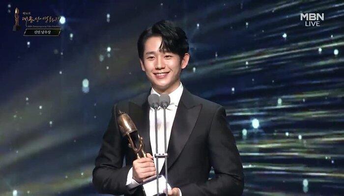Kết quả giải 'Oscar Hàn Quốc': 'Ký sinh trùng' thắng lớn nhưng ai đến cũng đều có cúp mang về 3
