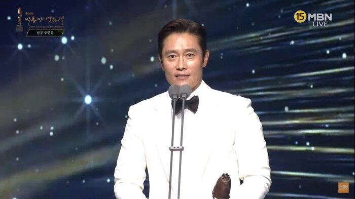 Kết quả giải 'Oscar Hàn Quốc': 'Ký sinh trùng' thắng lớn nhưng ai đến cũng đều có cúp mang về 1