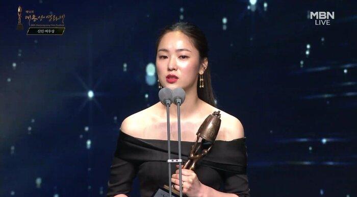 Kết quả giải 'Oscar Hàn Quốc': 'Ký sinh trùng' thắng lớn nhưng ai đến cũng đều có cúp mang về 4