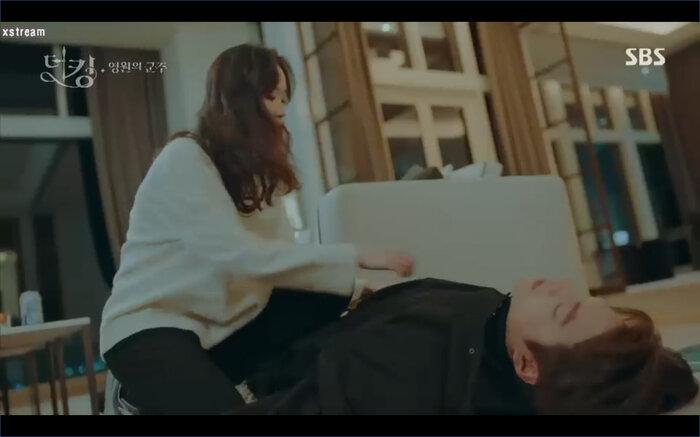 Young cứu Lee Gon kịp lúc.