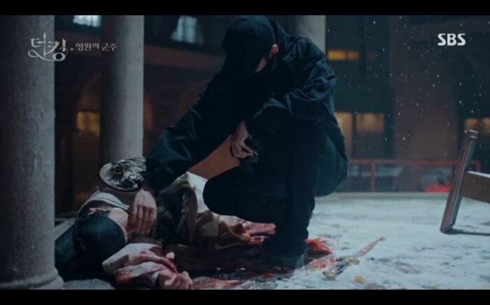 'Quân vương bất diệt' tập 14: Kim Go Eun đau khổ vì Lee Min Ho mắc kẹt ở quá khứ không thể trở về 9