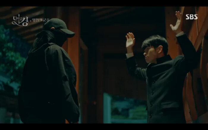 'Quân vương bất diệt' tập 14: Kim Go Eun đau khổ vì Lee Min Ho mắc kẹt ở quá khứ không thể trở về 10