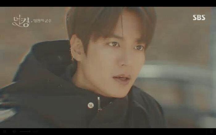 'Quân vương bất diệt' tập 14: Kim Go Eun đau khổ vì Lee Min Ho mắc kẹt ở quá khứ không thể trở về 17