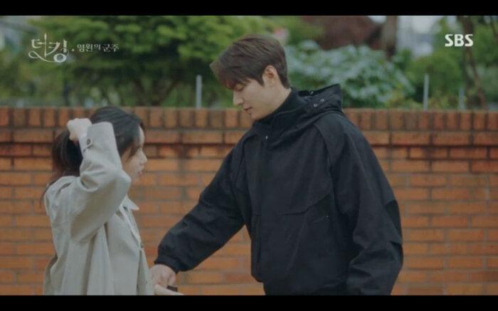 'Quân vương bất diệt' tập 14: Kim Go Eun đau khổ vì Lee Min Ho mắc kẹt ở quá khứ không thể trở về 20