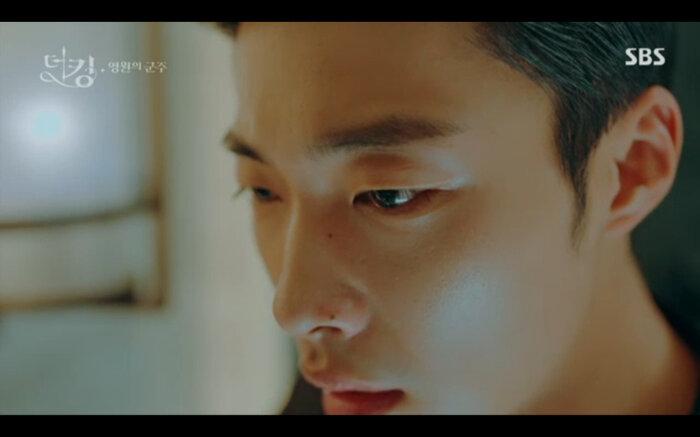 'Quân vương bất diệt' tập 14: Kim Go Eun đau khổ vì Lee Min Ho mắc kẹt ở quá khứ không thể trở về 26