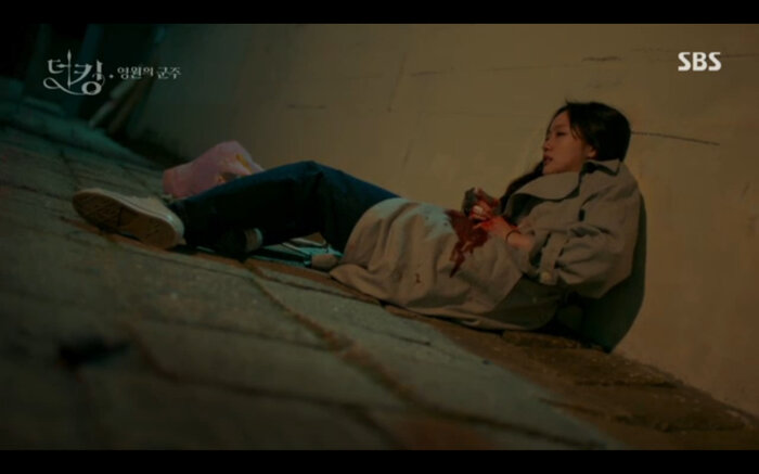 'Quân vương bất diệt' tập 14: Kim Go Eun đau khổ vì Lee Min Ho mắc kẹt ở quá khứ không thể trở về 31