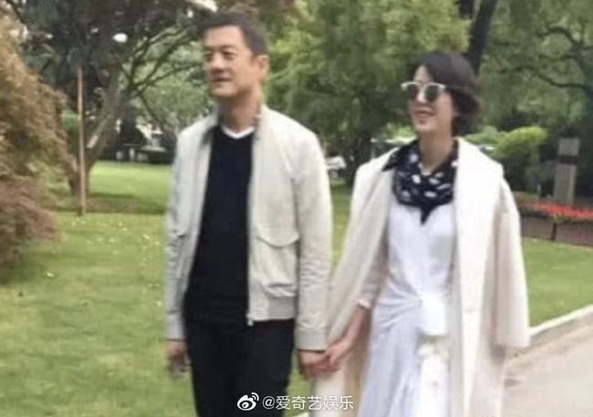 Sau nhiều lần bị bắt gặp, Lý Á Bằng chính thức công khai bạn gái mới, làm rõ tin đồn gia thế khủng 'doanh nhân 50 tỷ' 1