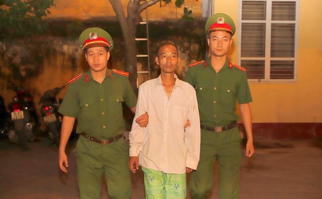 Đối tượng Đinh Minh Tùng tại cơ quan công an. (Ảnh: Công an Hải Phòng)