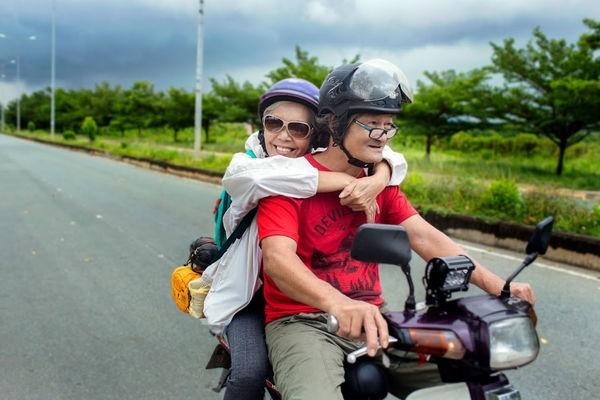 Ngưỡng mộ tình yêu đẹp của vợ chồng phượt thủ U70 và lời hứa 'cùng nhau đi hết Việt Nam' 1