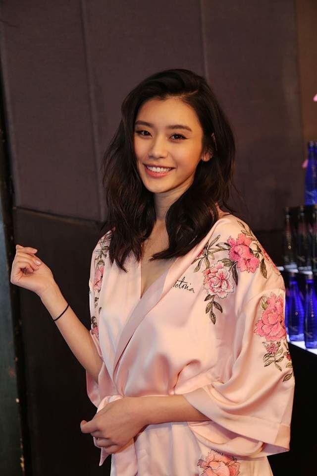Siêu mẫu Victoria's Secret xứ Trung Hề Mộng Dao đứng thứ 50.