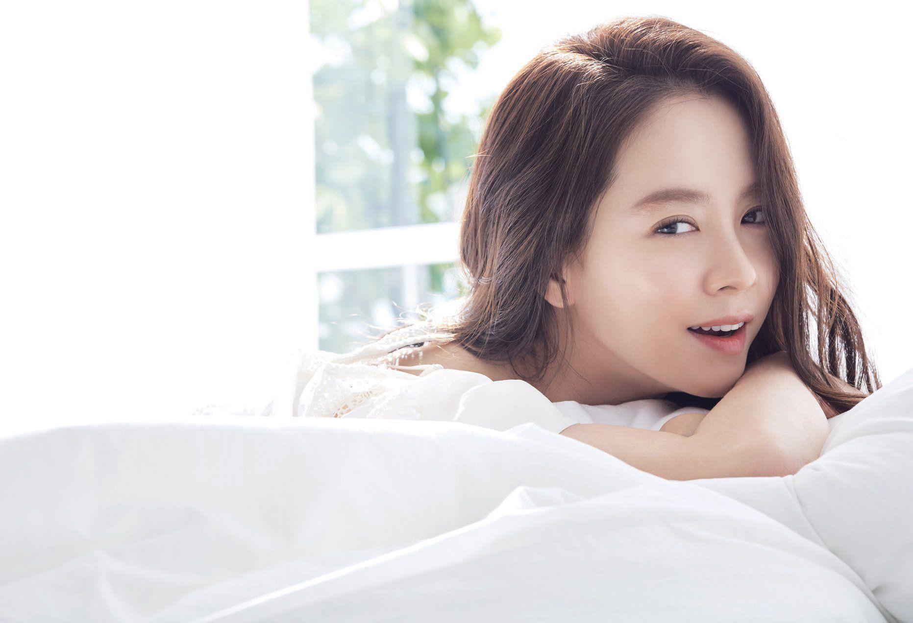 Song Ji Hyo ở vị trí thứ 5, nằm trong top 5 mỹ nhân châu Á đẹp nhất.