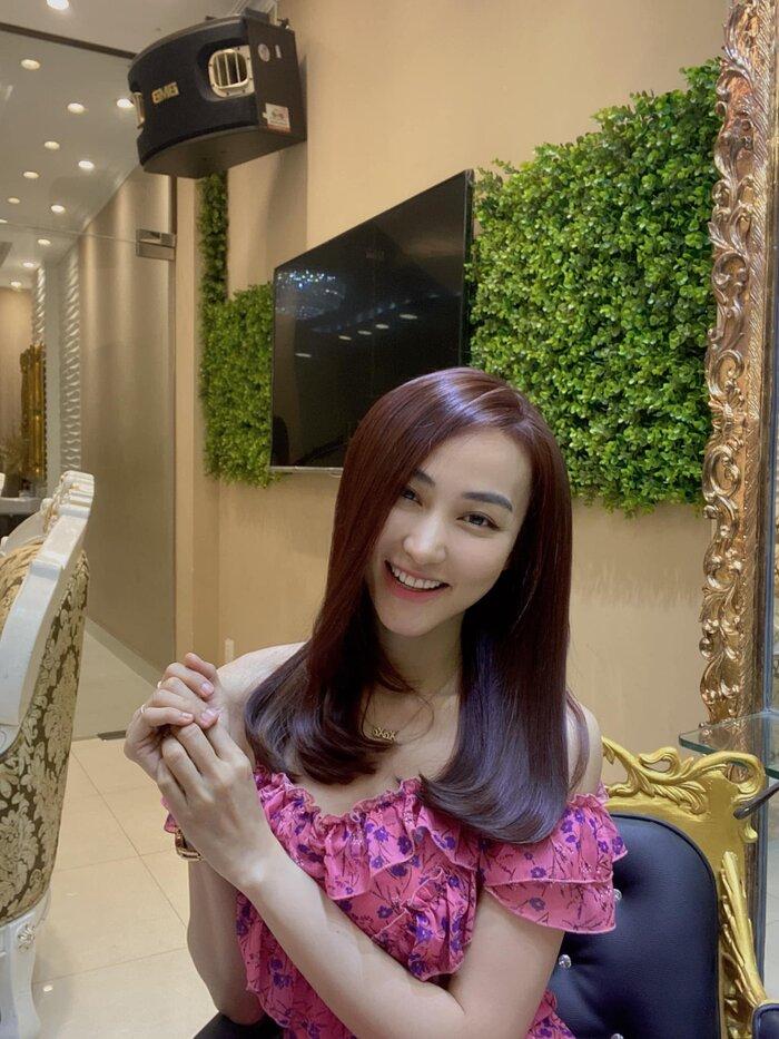 Ngân Khánh khoe kiểu tóc mới sau 8 tháng không được 'tút tát'