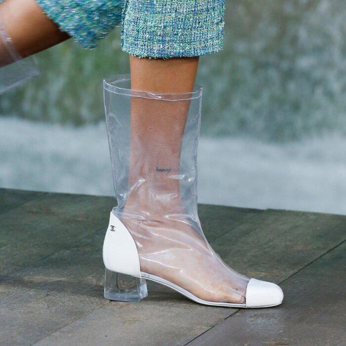 Những đôi boots trong suốt một thời khiến giới mộ điệu mê mẩn.