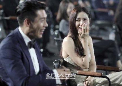Son Ye Jin - Hyun Bin leo top từ khóa tìm kiếm chỉ nhờ hành động tình tứ giống hệt 6 năm trước 1