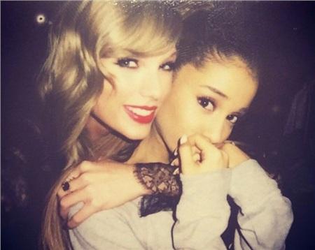…TWICE sẽ là 'người một nhà' cùng Taylor Swift và Ariana Grande.