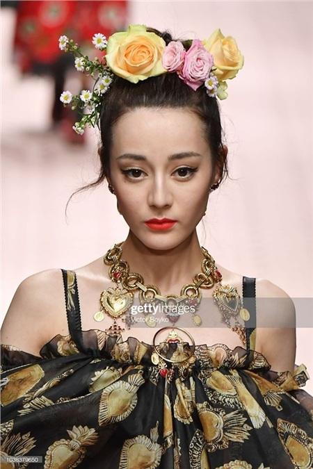 Qua bức ảnh trên, có thể mạnh miệng nói rằng, Địch Lệ Nhiệt Ba chính là mỹ nhân bị Getty Images 'dìm' nhất trong số các sao nữ xứ Trung.