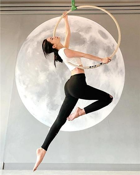 Nữ diễn viên cũng chú ý tập luyện thể thao để giữ gìn vóc dáng săn chắc đáng ngưỡng mộ.