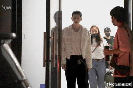 Ngô Diệc Phàm xuất hiện trên sân khấu 'Sáng tạo doanh 2020', Lộc Hàm - Hoàng Tử Thao giữ sự tôn trọng bằng hành động này 5