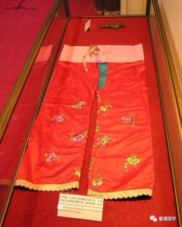 Vì nguyên do gì mà nữ nhân cổ đại không được phép mặc quần nội y, đến thời nhà Hán lại thịnh hành 'mốt' quần không đáy? 4