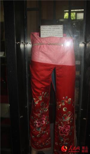 Vì nguyên do gì mà nữ nhân cổ đại không được phép mặc quần nội y, đến thời nhà Hán lại thịnh hành 'mốt' quần không đáy? 1