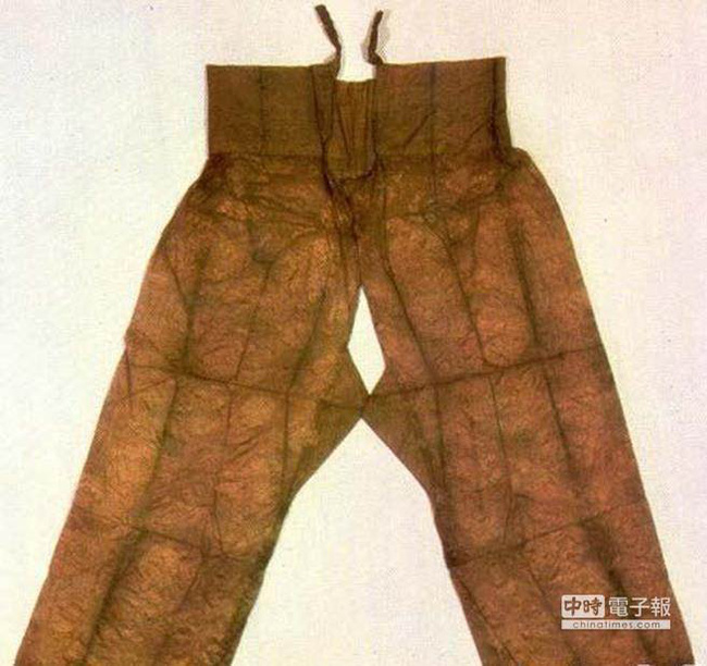 Vì nguyên do gì mà nữ nhân cổ đại không được phép mặc quần nội y, đến thời nhà Hán lại thịnh hành 'mốt' quần không đáy? 0