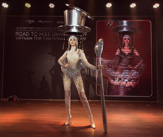 Cà Phê Phin Sữa Đá bộ trang phục lội ngược dòng dành chiến thắng ở mùa giải năm 2019.