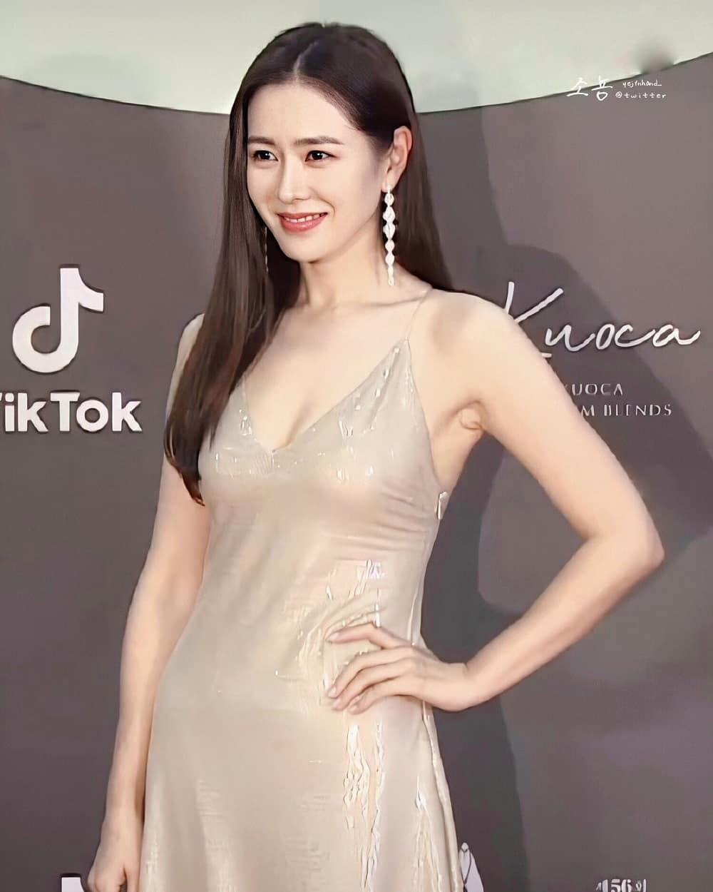 Style của Son Ye Jin trên thảm đỏ Baeksang qua các năm: Ngày càng 'nhạt màu' hơn nhưng độ sang trọng thì tăng theo cấp số nhân 0