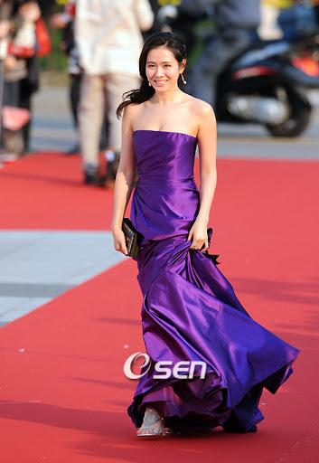 Style của Son Ye Jin trên thảm đỏ Baeksang qua các năm: Ngày càng 'nhạt màu' hơn nhưng độ sang trọng thì tăng theo cấp số nhân 5