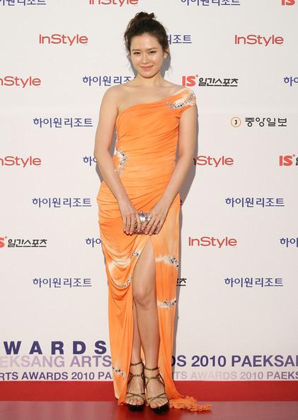 Style của Son Ye Jin trên thảm đỏ Baeksang qua các năm: Ngày càng 'nhạt màu' hơn nhưng độ sang trọng thì tăng theo cấp số nhân 9
