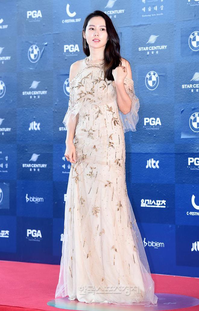 Style của Son Ye Jin trên thảm đỏ Baeksang qua các năm: Ngày càng 'nhạt màu' hơn nhưng độ sang trọng thì tăng theo cấp số nhân 11