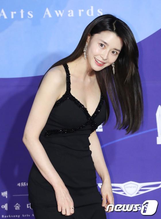 Dân tình kêu trời khi thấy 'nữ chính Itaewon' xuất hiện tại thảm đỏ Beaksang 2020 8