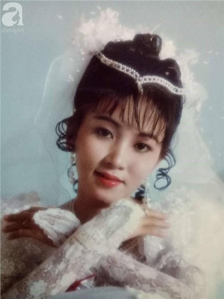 Nhan sắc xinh đẹp của mẹ Hương ngày cưới