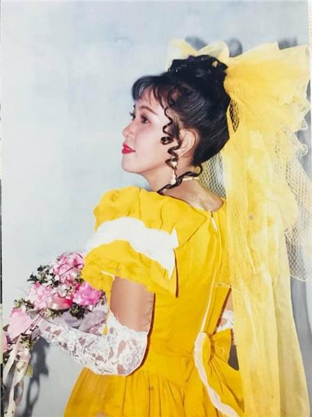 Mẹ Hương đẹp lộng lẫy trong ngày làm cô dâu