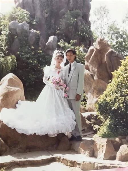 24 năm trước người đàn ông này cưới 'hoa khôi' thành công nhờ bí quyết 'trêu gái' giữa đường, chuyện tình yêu ly kỳ, thú vị như trong phim 6