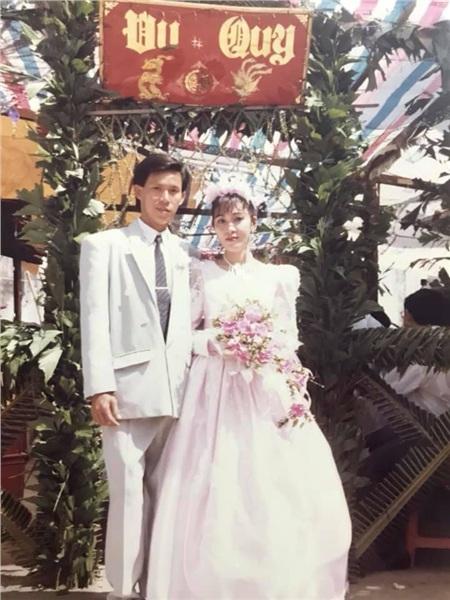24 năm trước người đàn ông này cưới 'hoa khôi' thành công nhờ bí quyết 'trêu gái' giữa đường, chuyện tình yêu ly kỳ, thú vị như trong phim 7