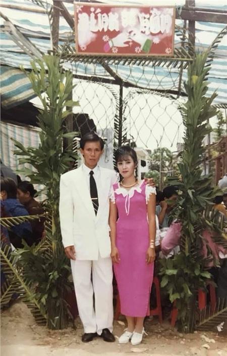 24 năm trước người đàn ông này cưới 'hoa khôi' thành công nhờ bí quyết 'trêu gái' giữa đường, chuyện tình yêu ly kỳ, thú vị như trong phim 8