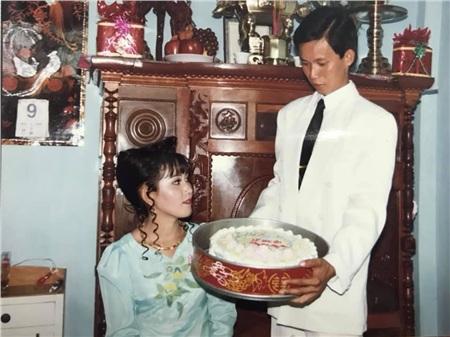 24 năm trước người đàn ông này cưới 'hoa khôi' thành công nhờ bí quyết 'trêu gái' giữa đường, chuyện tình yêu ly kỳ, thú vị như trong phim 9