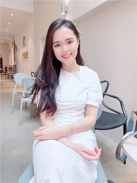 Quỳnh Anh vợ cầu thủ Duy Mạnh ngầm thông báo đã 'thoát vai' bà thím bằng bức ảnh tươi tắn đi ăn kem trong khách sạn hạng sang 4