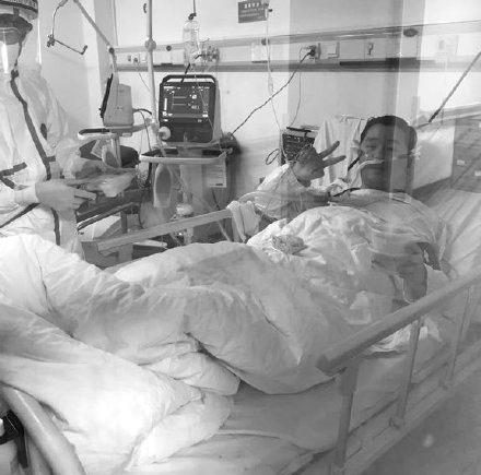 Hoãn lịch cưới để chống dịch Covid-19, thiệp chưa kịp gửi bác sĩ Vũ Hán đã qua đời trong sự tiếc thương của mọi người 1