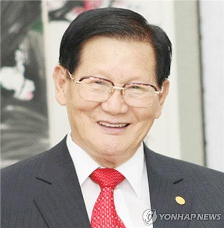 Giáo chủ Lee Man-hee và cũng là người sáng lập giáo phái Shincheonji.