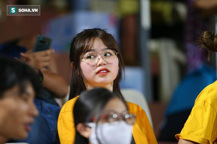 Sự xuất hiện của Huỳnh Anh nhanh chóng nhận được sự chú ý.