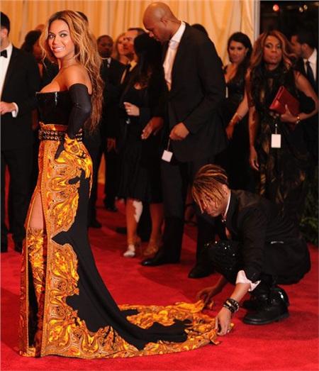 Stylist hé lộ 8 bí mật thời trang thảm đỏ của các ngôi sao khiến ai cũng phải thán phục vì quá kỳ công 2