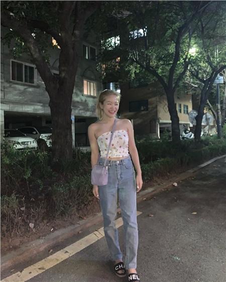 Thuộc 'team chân ngắn' của Kpop nhưng Yeri (Red Velvet) vẫn mặc quần jeans siêu nuột, ra là có bí kíp cả 5
