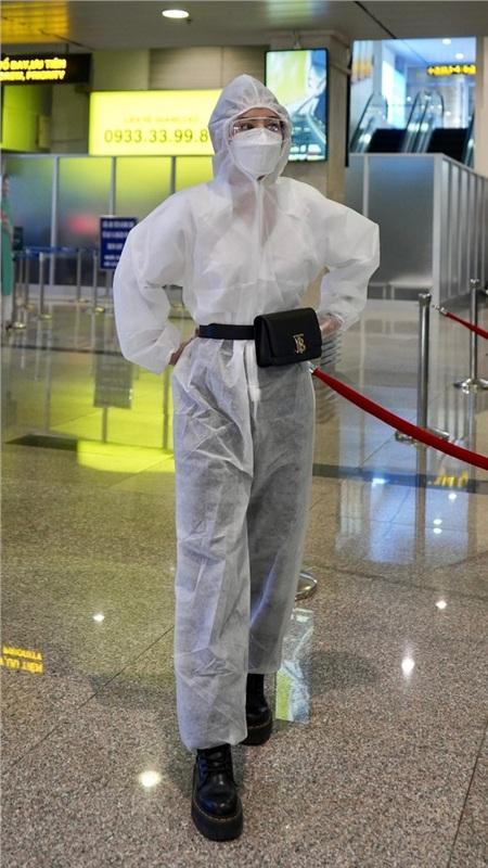 Thời trang sao Việt mùa dịch COVID-19: Hari Won chất không tưởng, Ngọc Trinh hở bạo bất chấp 2